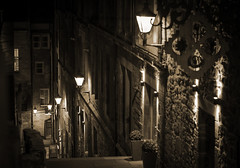 Advocates Close (JamboEastbourne) Tags: old sepia night scotland town close royal nightime mile edinbugh advocates