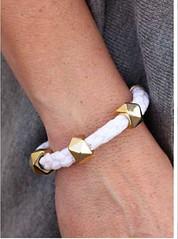 5th Avenue White Bracelet K1 P9409A-2