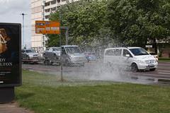 """Geysir"" zu Beginn (julia_HalleFotoFan) Tags: hydrant wasser hallesaale merseburgerstrase"