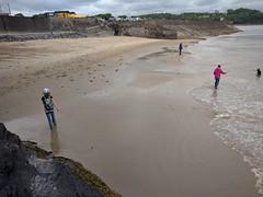 Saundersfoot Beach (deadmanjones) Tags: beach saundersfoot striding zjlb