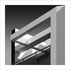 Retallada / Cut (ximo rosell) Tags: ximorosell bn blackandwhite blancoynegro bw buildings arquitectura architecture llum luz light nikon d750 detall squares cullera composició cuadrado