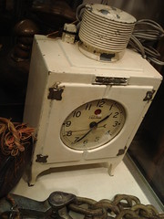 "TELECHRON GENERAL ELECTRIC REFIGERATOR TABLE CLOCK. • <a style=""font-size:0.8em;"" href=""http://www.flickr.com/photos/51721355@N02/29656886923/"" target=""_blank"">View on Flickr</a>"