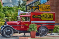 Voiture champagne Mercier (gabard.nadege) Tags: voiture ancienne champagne mercier epernay marne