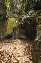 Costanza (montep) Tags: autumn alberi montagne day fiume forza sassi acqua ruscello pietra autunno colori marche paesaggio scorcio bosco macerata cascata trasparenze d300 roccie gnd sanvicino goladijana
