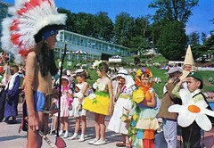 Pontins Barton Hall Holiday Camp (Torquay) - Photo from 1972 brochure (trainsandstuff) Tags: bartonhall holidaycamp torquay pontins fredpontin vintage archival devon chalethotel