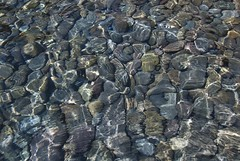 Aguas cristalinas (ramosblancor) Tags: sea españa naturaleza nature de design mar andalucía spain cabo mediterranean natural shapes clear peebles gata waters formas aguas almería mediterráneo cantos rodados cristalinas
