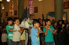 Os meninos carregando Nossa Senhora Aparecida no andor. (vandevoern) Tags: brasil famlia irmo alegria festa pai aparecida piripiri me piaui misso festejo crana evangelho 150anos catequista vandevoern