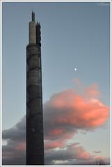 335/365 Comunicaciones (Txemari Roncero) Tags: atardecer nikon nubes urbana antena comunicaciones comunidaddemadrid prisa trescantos 1685 365fotos 365project proyecto365 nikond7000