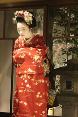 An Unexpected Evening With Maiko /  (nikimiki) Tags: girls girl japan japanese evening dance kyoto dancing traditional maiko   kimono tradition   kamishichigen