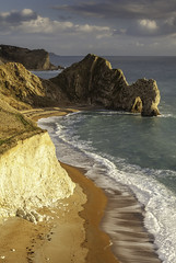 Lulworth Coast (JamboEastbourne) Tags: door sea england cliff coast cliffs dorset dor jurassic lulworth durdle