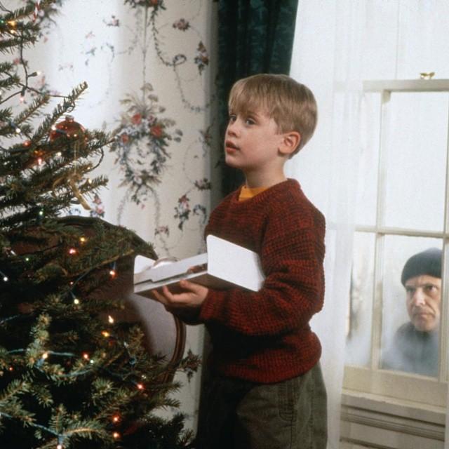 누구나 크리스마스를 느끼는 방법이 다르죠? 저는 역시 #나홀로집에 가 TV에서 나올때 #크리스마스 가 가장 실감나네요.   #christmas #christmasparty #instamood #instamovie #movie #homealone #bestoftheday #follow #f4f #followme #MACAULAY CULKIN #맥컬리컬킨 #uzine