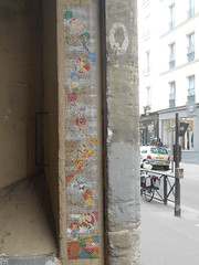 Paris_Avril 2016 (12) (Mademoiselle Berthelot - BricoLLeuse) Tags: streetart paris pasteup collage paint passages bubbles rue bastille rubberstamps oldmagazines urbain