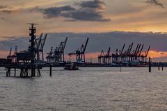 kranabend (dadiolli) Tags: harbour hamburg hh hafen kran elbe altona