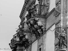 Scenografie nobiliari (Palazzo Beneventano di Scicli) (Gian Floridia) Tags: sicilia barocco economia povert agricoltura scenografia balconi scicli baroni ricchezza gleba clero disuguaglianza nobiliare nobilt palazzobeneventano latifondo affacci siciliaorientale
