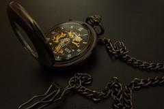 Taschenuhr (nicoheinrich86) Tags: brown reflection art clock beautiful closeup gold time kunst sony watch band transparent braun zeit prsentation uhr taschenuhr ambiente kette zeiger reflektionen 2016 klappe unruh uhrzeit zeitmesser hx400v