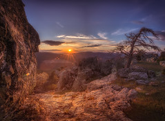 mirador rocoso (hectoriz) Tags: sunset landscape atardecer rocks paisaje sierra rocas albarracin
