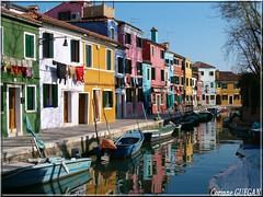 BURANO LE CANAL Italie (corinneguegan) Tags: burano italie ciutad canaux bateaux boat eau water island iles italia colors village
