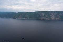 Voilier navigant le fjord du Saguenay (montrealrider) Tags: fjorddusaguenay nikkor20mmf35ai