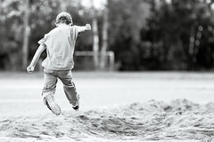 jump! (Cano Vääri) Tags: 2016 helsinki herttoniemi pituushyppy urheilu eero 7v bw sport jump