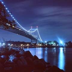 Triborough Bridge (Rafakoy) Tags: park camera city bridge urban newyork color 120 6x6 tlr film night mediumformat square manhattan scan eastriver positive tungsten e6 7280 randallsisland reversal wardsisland triboroughbridge harlemriver kodakektachrome64t rolleiflex28d randallsislandpark robertfkennedybridge epsonv600 epsonperfectionv600 randallsandwardsislands