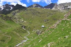 Blick zur Lodner Hütte (uwelino) Tags: italien panorama alps europa adventure alm alpen wandern texel trentino alpe südtirol gasthaus meran vinschgau zielspitze partschins lodnerhütte zielalm
