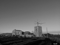 Molino en Mallorca (bavi20) Tags: winter white black mill blancoynegro blanco photo blackwhite foto photos negro molino fotos invierno mallorca monocrome blanckandwhite airelibre monocromatico