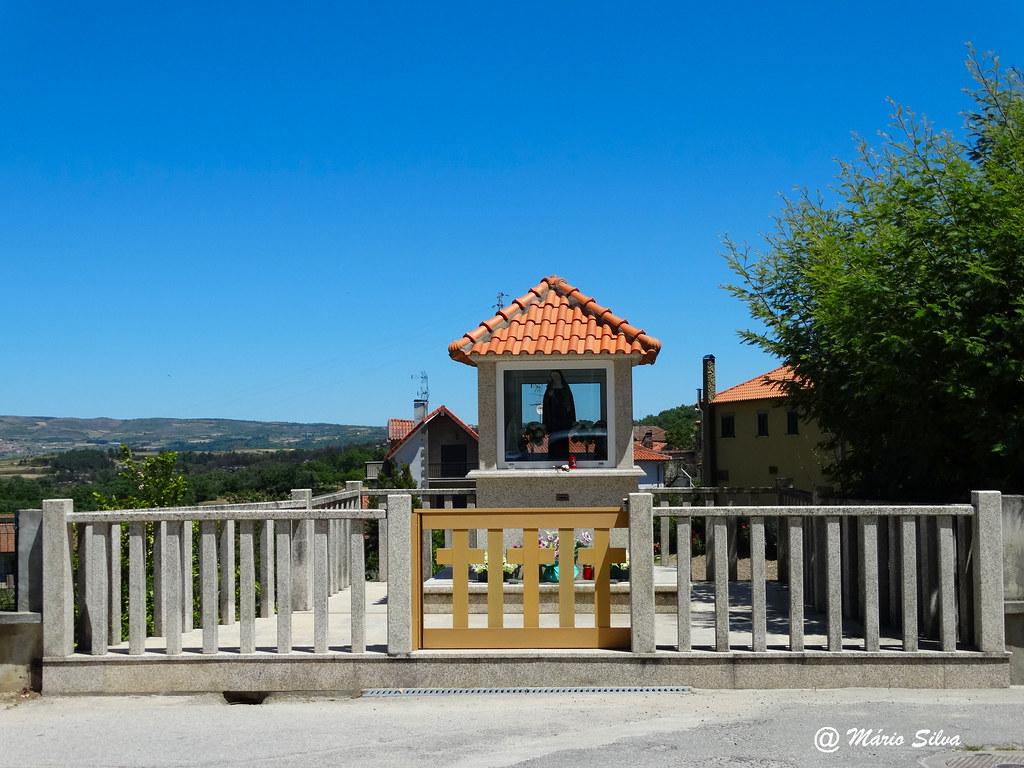 Águas Frias (Chaves) - nicho de Stª Rita