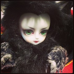 Portable fluffy evil. #bjd #balljointeddoll #withdoll #werewolf #raul (TeaPartyRevolution) Tags: square squareformat mayfair iphoneography instagramapp uploaded:by=instagram