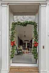 doorway Christmas garland (doddsjzi) Tags: porch piazza charlestonsc transom reflectedsky fanlight redbows greengarland garlandarounddoorway