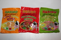 Haribo Gerd Kfers Mpse (Like_the_Grand_Canyon) Tags: dog germany store bonn candy wine sweet hans pug special german gummi edition extra haribo gummy wein sauer weingummi ingwer riegel fruchtgummi scharfe ssigkeit