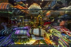 Inverno (Rita Barreto) Tags: artesanato aconchego inverno frio vitrine tricô américadosul lã esquenta montevidéu uruguai cachecol trabalhosmanuais vestimenta acessóriodeinverno vitrinedemontevidéu trajedeinverno
