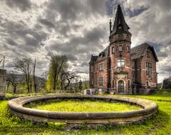 Mydlo Duchem Palace (darkophoto.com) Tags: scary palace mansion darkophotocom