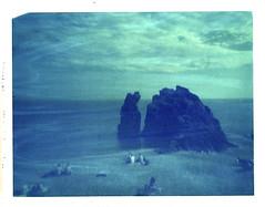 20000 lieues sous les mers (www.matteovarsi.com) Tags: summer sky people italy beach rock clouds polaroid liguria pinhole cinqueterre pinholecamera monterosso expiredfilm faraglioni 669film