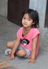 girl sitting on the ground (the foreign photographer - ) Tags: girl portraits thailand nikon sitting bangkok ground khlong bangkhen thanon d3200 mar262016nikon