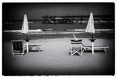 Aspettando l'estate (maurizio.difederico) Tags: mare maredinverno mareadriatico bianconero francavillaalmare spiaggia beach blackandwhite ombrelloni