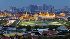 Grand Palace Approach / Bangkok (I Prahin   www.southeastasia-images.com) Tags: bangkok grandpalace sanamluang thailand siam king night cityscape dusk temple emeraldbuddha skyline city urban canon canon6d