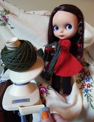 BaD July 28 - Wind (lyndell23) Tags: blythe blythedoll blytheaday rosieredblblythe wool yarn knittingyarn manosdeluruguay