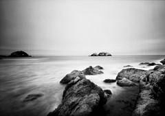 (-Alberto_) Tags: holaga120wpc pinholephotography mediumformat 120film kodaktrix400 seascape monochrome