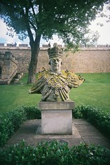 Georgie Boy (bigalid) Tags: film 35mm plastic july 2016 vuws england fujifilm superia xtra400 superheadzwideandslim c41 lincoln castle statue king george iii bust