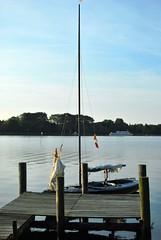 Boot am Steg (FrauN.ausD.) Tags: see segel sail lake niedersachsen ammerland deutschland germany segelboot wasser water