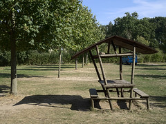 Gross-Woltersdorf_e-m10_1009257422 (Torben*) Tags: rawtherapee olympusomdem10 olympusm25mmf18 grosswoltersdorf brandenburg prignitz tisch table campingplatz campground