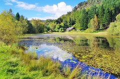 Polney loch and the Wee house (eric robb niven) Tags: ericrobbniven scotland polneyloch dunkeld perthshire walking summerwatch autumnwatch loch water