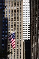 2010-09_DSC_1480_20160907 (Ral Filion) Tags: newyork usa ville cit urbain gratteciel drapeau amricain flag american city urban skyscraper building