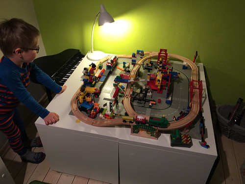 Brio Train + Lego = futuristic City!