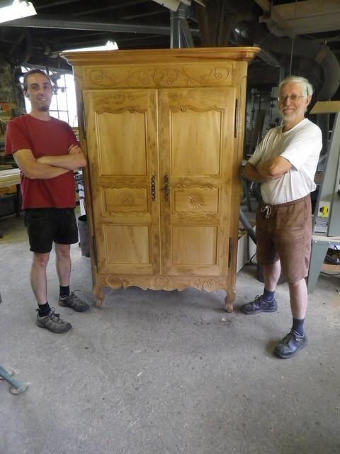 Fabrication d'une armoire populaire d'esprit LOUIS XV
