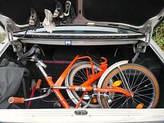 mein Minirad im Volvo (QQ Vespa) Tags: bike bicycle volvo rad bicicleta mini fahrrad fiets bertone 70er klapprad 262c minirad