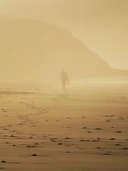 Un surfista (Rubn Daz Caviedes) Tags: sunset sea espaa mar spain surf surfer puestadesol silueta ocaso cantabria sanvicentedelabarquera surfista bayofbiscay marcantbrico surfero playademern mernbeach