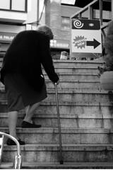 quimera (@nexo) Tags: bw person living alone escalera staircase future anciana futuro regeneration regeneracin nexo