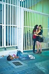 (p.marinuzzi) Tags: street blue sleeping people man love azul night drunk de photography kiss kissing couple amor beijo sopaulo streetphotography sp noite rua paulo fotografia casal homem bbado so dormindo sleepingpeople fotografiaderua beijando marinuzzi paulomarinuzzi selvasp