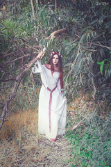 Sesin Jess Fdez Rayden (Pandora Beck) Tags: flowers red white tiara flores flower garden dress flor medieval fantasy corona crown celtic trim redhair viking pandora wicca arturo preraphaelite celta middleage wiccan lullaby ladyofshalott lancelot fantasa shalott prerrafaelita damadeshalott